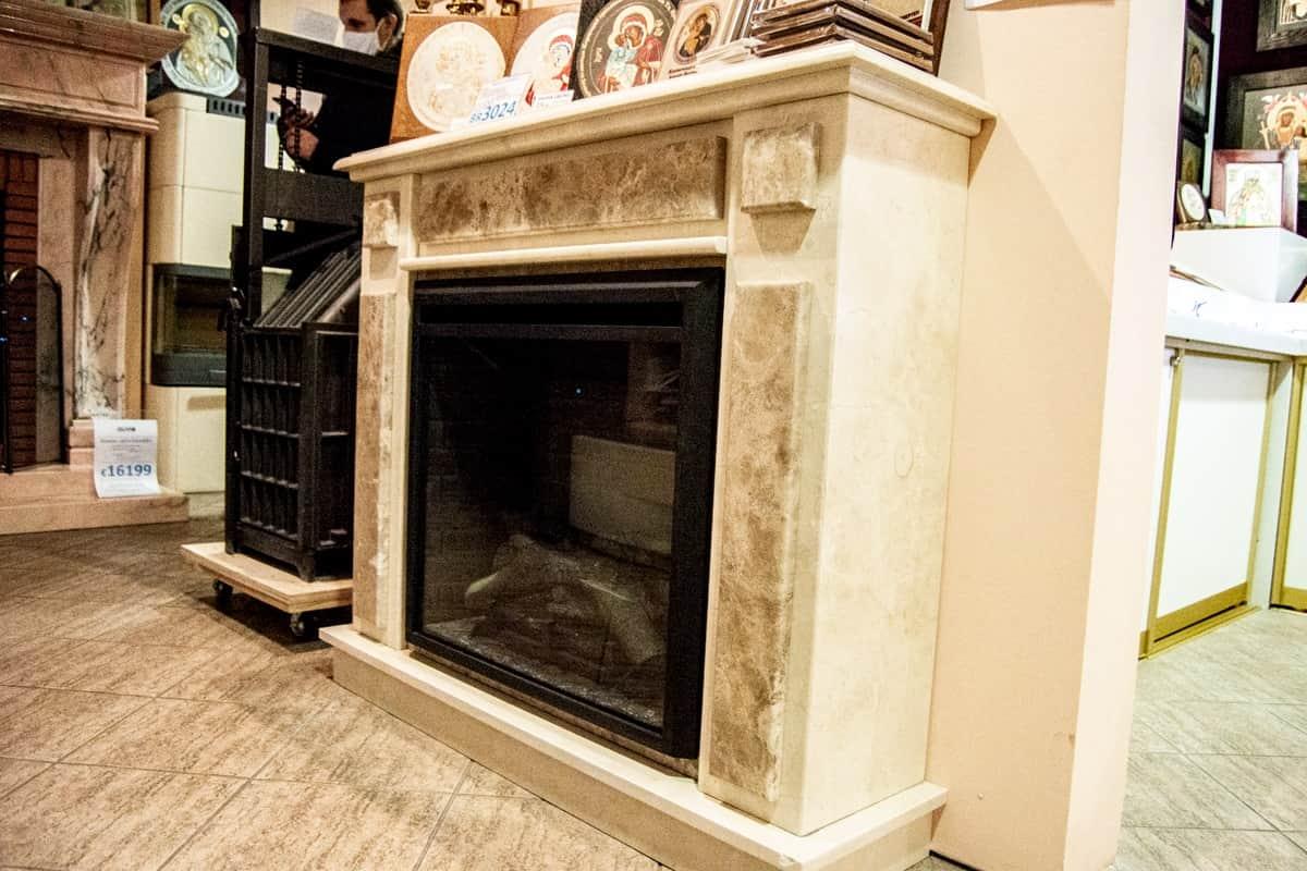 Электрический камин с эффектом живого огня и облицовкой из мрамора. изображение, фото 4