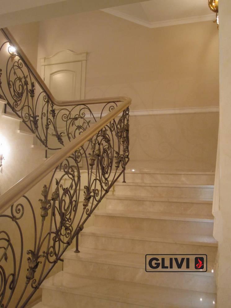 мраморная лестница в интерьере от Гливи, фото
